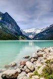 Lake Louise bonito nas Montanhas Rochosas canadenses Imagens de Stock Royalty Free