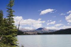 Lake Louise com castelo imagem de stock