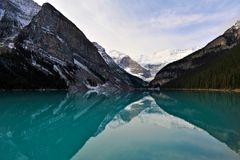 Lake Louise at dawn Royalty Free Stock Photography