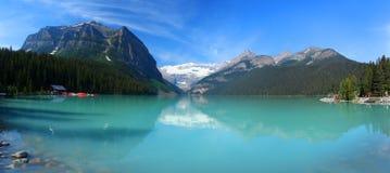 Lake Louise en las montañas rocosas canadienses Fotografía de archivo