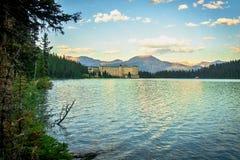 Lake Louise et hôtel de château de Fairmont dans Rocky Mountains photos libres de droits