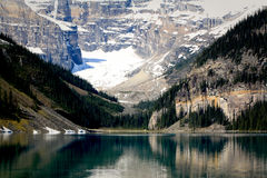 Lake Louise fjäder Royaltyfri Bild