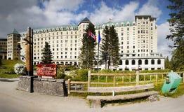 Lake Louise, hôtel de château de Fairmont Photographie stock libre de droits