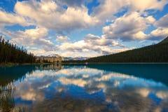 Lake Louise i Banff, Alberta, Kanada Fotografering för Bildbyråer