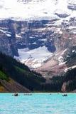 Lake Louise i den Banff nationalparken, Alberta, Kanada fotografering för bildbyråer