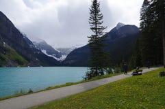 LAKE LOUISE KANADA - MAJ 28, 2016: Sikt av det berömda Laket Louise Lake Louise är den andra - mest - besökte destinationen i Ban Royaltyfria Bilder
