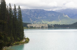 LAKE LOUISE KANADA - SEPTEMBER 6, 2016: Chateau Lake Louise på Arkivbild