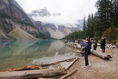 LAKE LOUISE KANADA - SEPTEMBER 4, 2016: Morän sjön lokaliseras Royaltyfria Foton