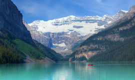 Lake Louise in kanadischen Rocky Mountains lizenzfreies stockfoto