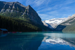 Lake Louise l'explorant Photographie stock libre de droits
