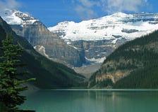 Lake Louise moodmorgon Fotografering för Bildbyråer