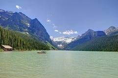 Lake Louise på den Banff nationalparken Arkivfoton