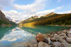 Lake louise at sunrise Royalty Free Stock Photos