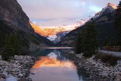 Lake louise at sunrise Royalty Free Stock Images