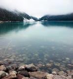Lake Louise tranquillo a settembre immagini stock