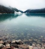 Lake Louise tranquilo em setembro imagens de stock