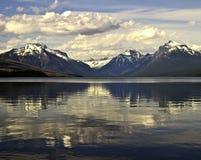 Lake Macdonald i glaciärnationalpark royaltyfria foton