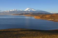 Lake mapam yumco at sunrise Stock Photography