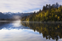 Lake Matheson, New Zealand Arkivbilder
