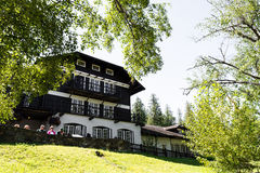 Lake Mcdonald Lodge in West Glacier, accomodations inside the Glacier National Park Stock Photography