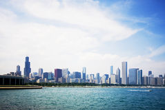 Lake Michigan och den Chicago horisonten Royaltyfri Fotografi