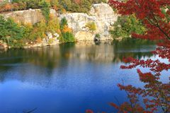 Lake Minnewaska Autumn. A tree with red leaves looms over Lake Minnewaska in Minnewaska State Park - Shawangunk Mountains - New York Stock Images