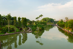Lake in the modern tropical park, Singapore Royalty Free Stock Photos