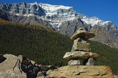 Lake_moraine_inukshuk Royalty Free Stock Photos