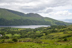 Lake and mountains on the kerry way Royalty Free Stock Photos