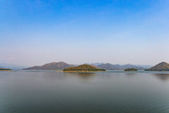 Lake and mountains landscape on rainless day Royalty Free Stock Photos