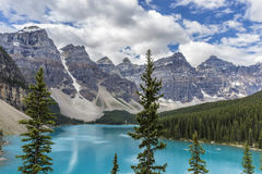 Lake mountains trees landscape at Lake Moraine, Canada Royalty Free Stock Photography