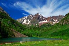 Lake och berg Arkivfoto