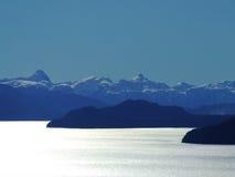 Lake och berg Royaltyfria Bilder