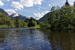 Lake och berg Arkivbilder