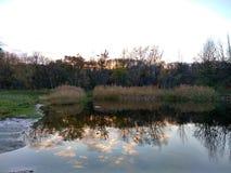 Lake och moln Fotografering för Bildbyråer