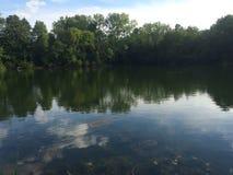 Lake och trees arkivbilder