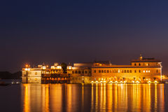 Lake Palace palace on Lake Pichola in twilight, Udaipur, Rajasth Stock Photo
