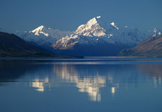 Lake Pukaki and Mount Cook Royalty Free Stock Photo