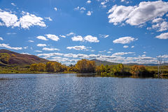 Lake and red mountain Royalty Free Stock Photography