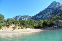 Lake of Sainte-Croix. Verdon Gorge. Beach and mountains. South of France. stock images