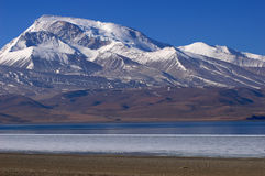 Lake and snow mountains in Tibet Royalty Free Stock Photos