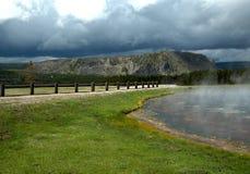 lake som ångar yellowstone Arkivfoton