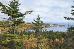 Lake Superior Минесота осмотренная от головы палисада осенью стоковая фотография