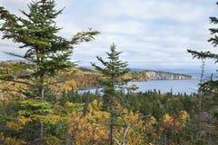 Lake Superior Minnesota som beskådas från palissadhuvudet i nedgången Arkivbild