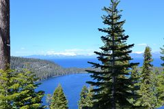 Lake Tahoe加利福尼亚美好的湖视图 免版税库存图片