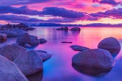Lake Tahoe alpino bonito em Califórnia foto de stock