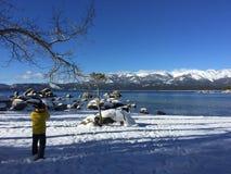 Lake Tahoe es ein Winterabend lizenzfreies stockfoto