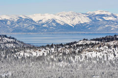Lake Tahoe Kalifornien im Winter stockbild