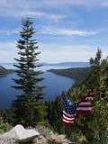 Lake Tahoe mit der USA-Flagge Lizenzfreies Stockbild