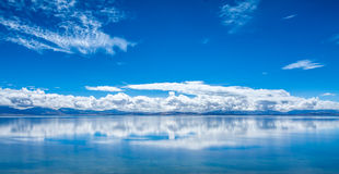 Lake in Tibet plateau like a mirror Royalty Free Stock Photos